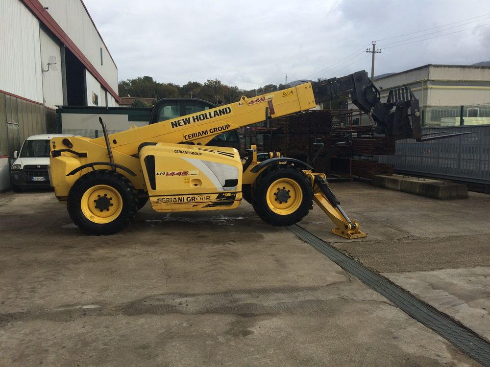 SOLLEVATORE TELESCOPICO NEW HOLLAND LM1445
